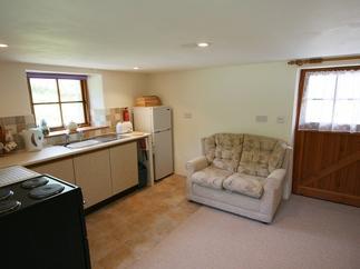 Pumpkin Cottage price range is 238 - £400