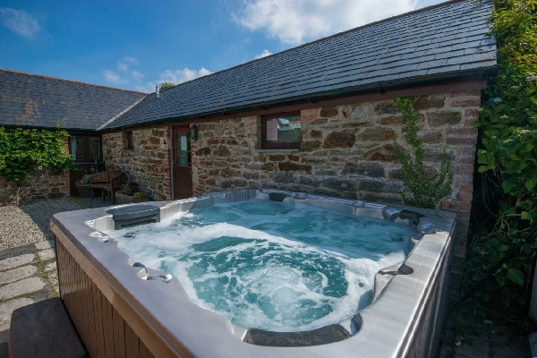Stables at Goonwinnow sleeps 6