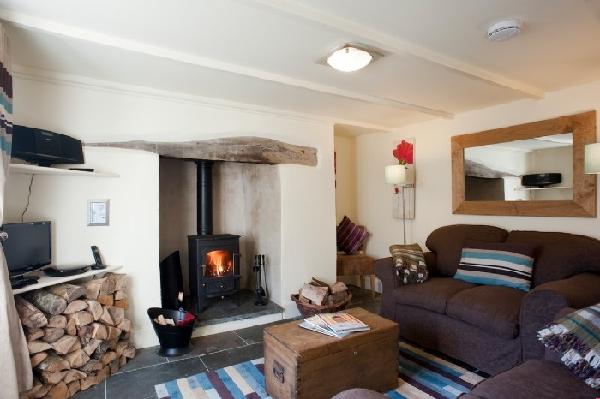 Riverside Cottage is in Creekside Villages, Cornwall
