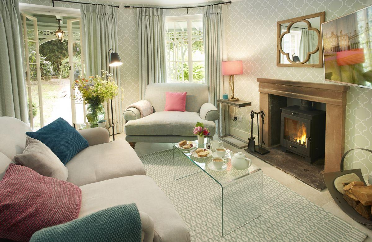 Pink Cottage is located in Weston-under-Lizard