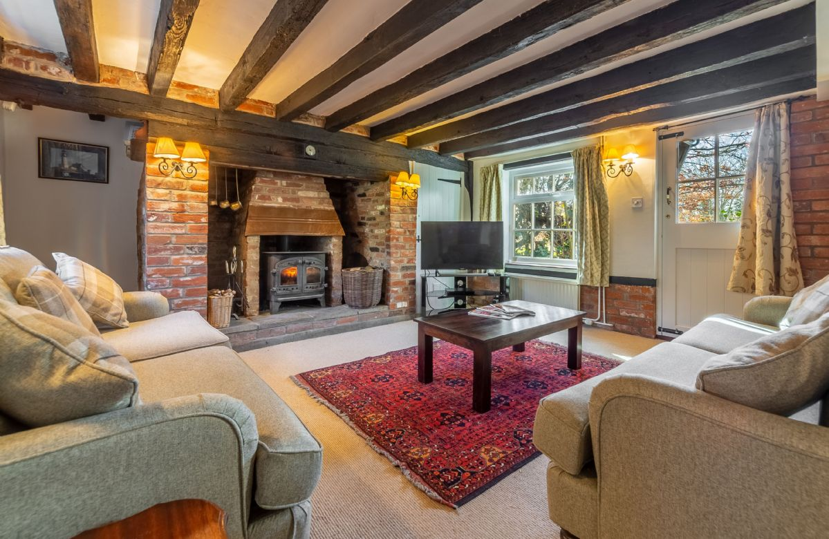 Peak Hill Cottage is located in Theberton