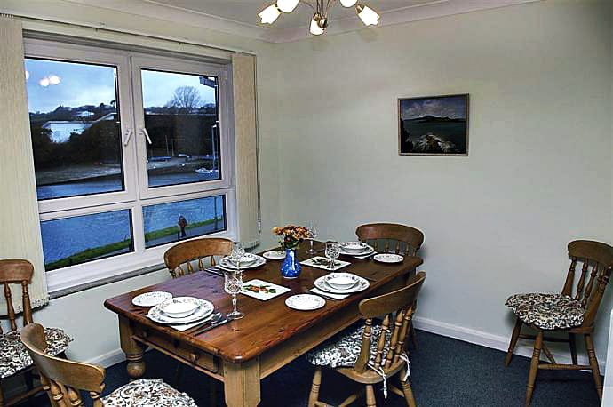 6 Riverside Holiday Cottage