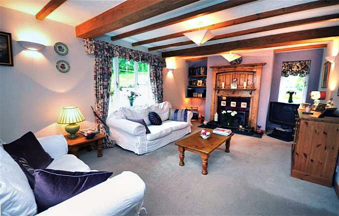 Briar Cottage is located in Newton Ferrers