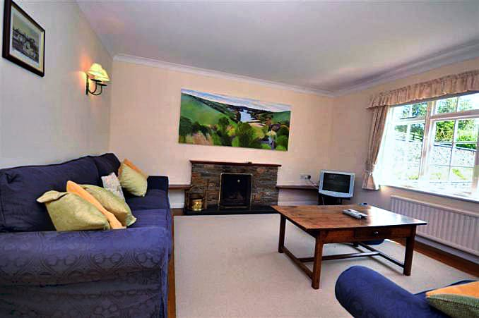 Bridge Park Cottage is in Kingsbridge, Devon