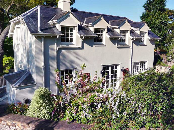 Gurrow Point Cottage is located in Dittisham