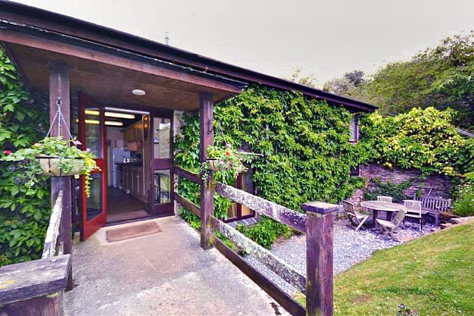 Pond Cottage is located in East Allington