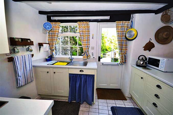 Higher Rose Cottage is in Loddiswell, Devon