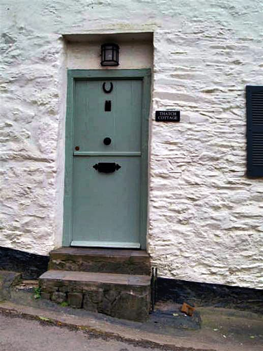 Thatch Cottage is located in Dittisham
