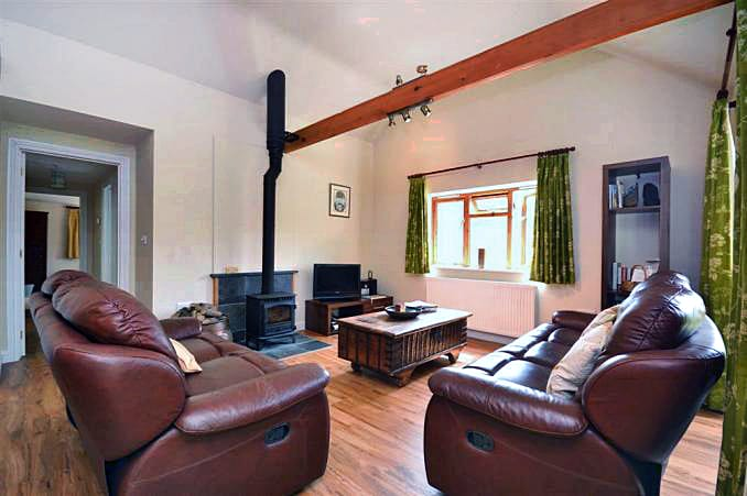 Woodpecker Cottage is in Stokenham, Devon