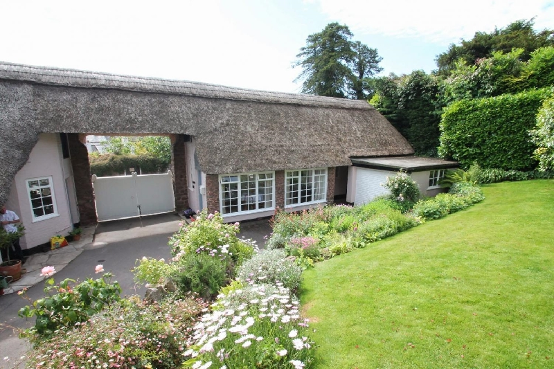 Priory Thatch Cottage a holiday cottage rental for 2 in Dunster,