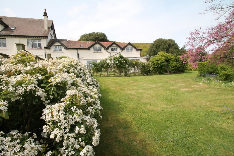 Vale View Apartment a holiday cottage rental for 4 in Porlock Weir,