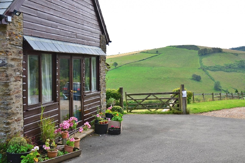 Putham Barn a holiday cottage rental for 4 in Cutcombe,