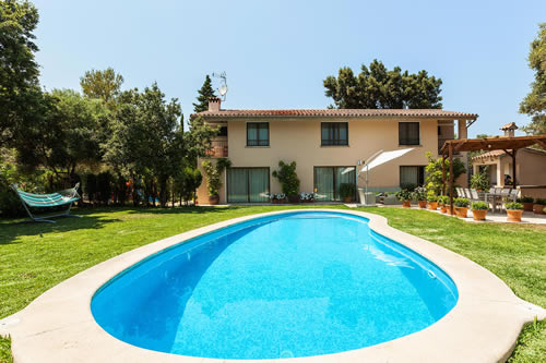 Villa Pollenca Can Llamas a holiday cottage rental for 8 in Pollensa,
