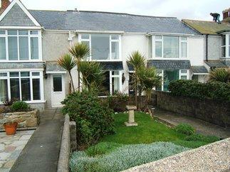 Seaspray a holiday cottage rental for 4 in Penzance,