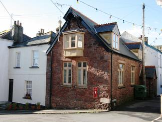 The Mission Hall a holiday cottage rental for 8 in Cawsand,