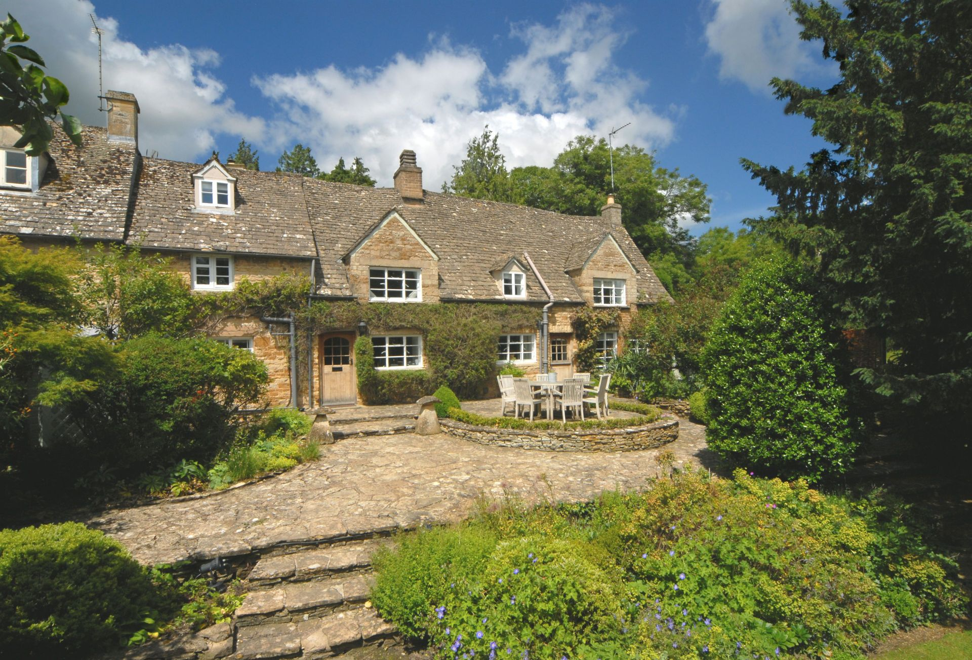 Top Cottage, Oddington a holiday cottage rental for 7 in Upper and Lower Oddington,