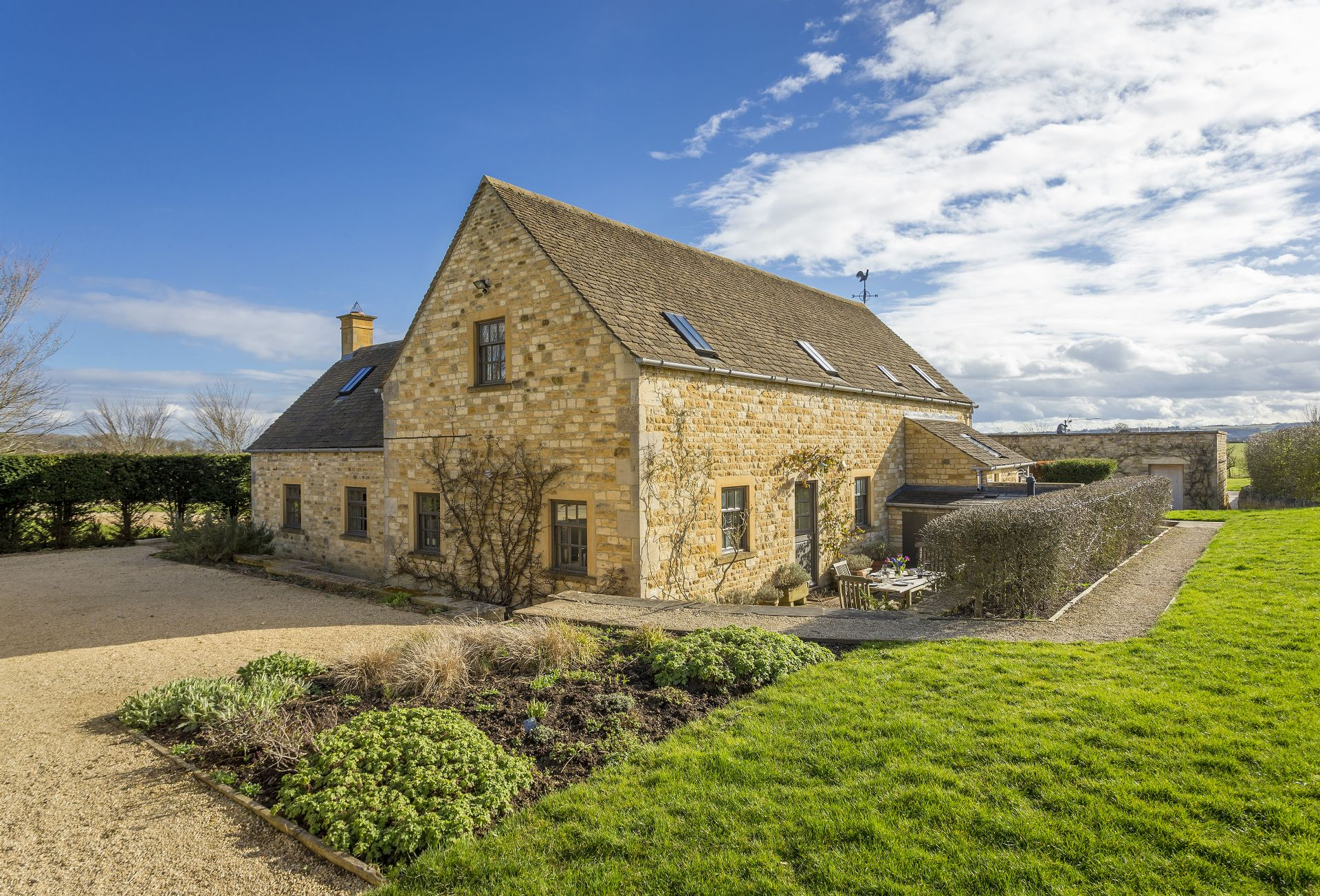 Claytons Cottage a holiday cottage rental for 4 in Upper and Lower Oddington,