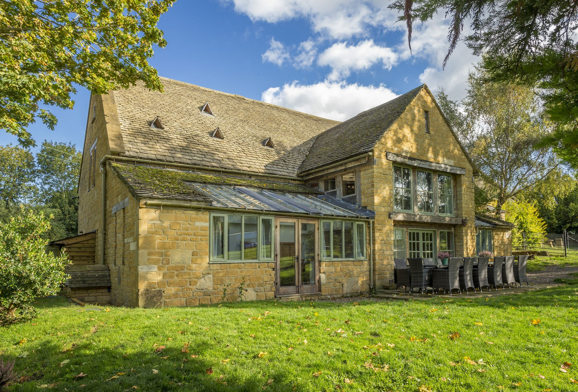 Watery Park Barn a holiday cottage rental for 18 in Weston Subedge,