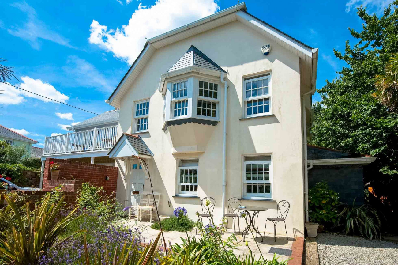 Trevennen Rock a holiday cottage rental for 7 in St Mawes,