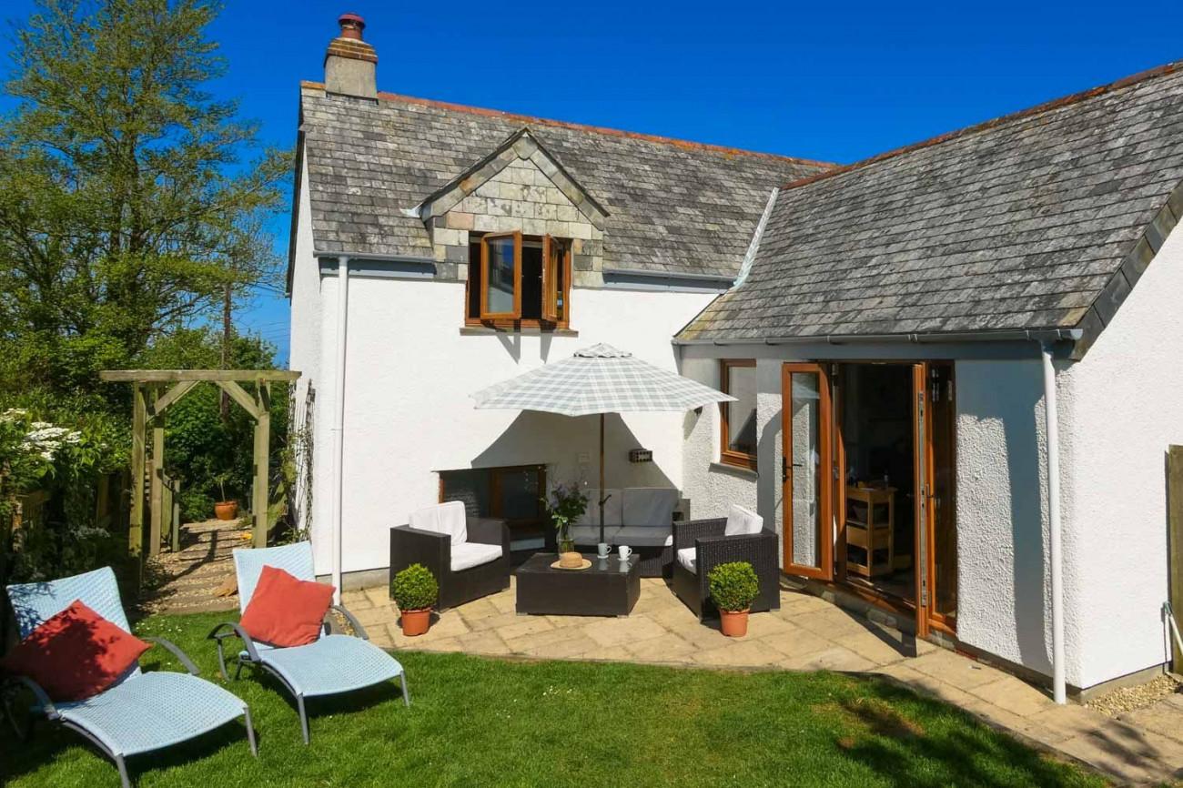 Barn Cottage, Rosecare a holiday cottage rental for 8 in Crackington Haven,