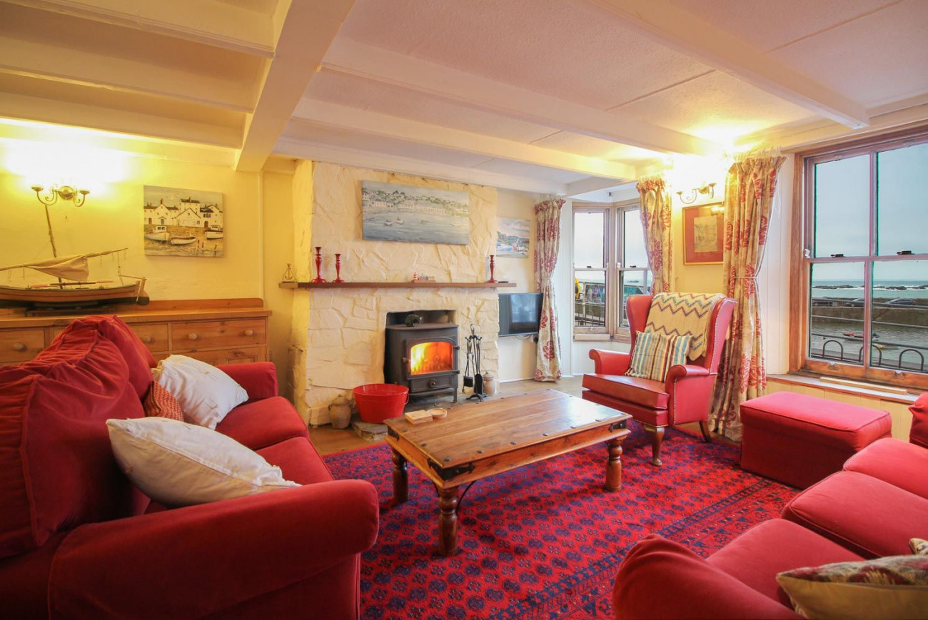 Cornerstone Cottage a holiday cottage rental for 6 in Mousehole,