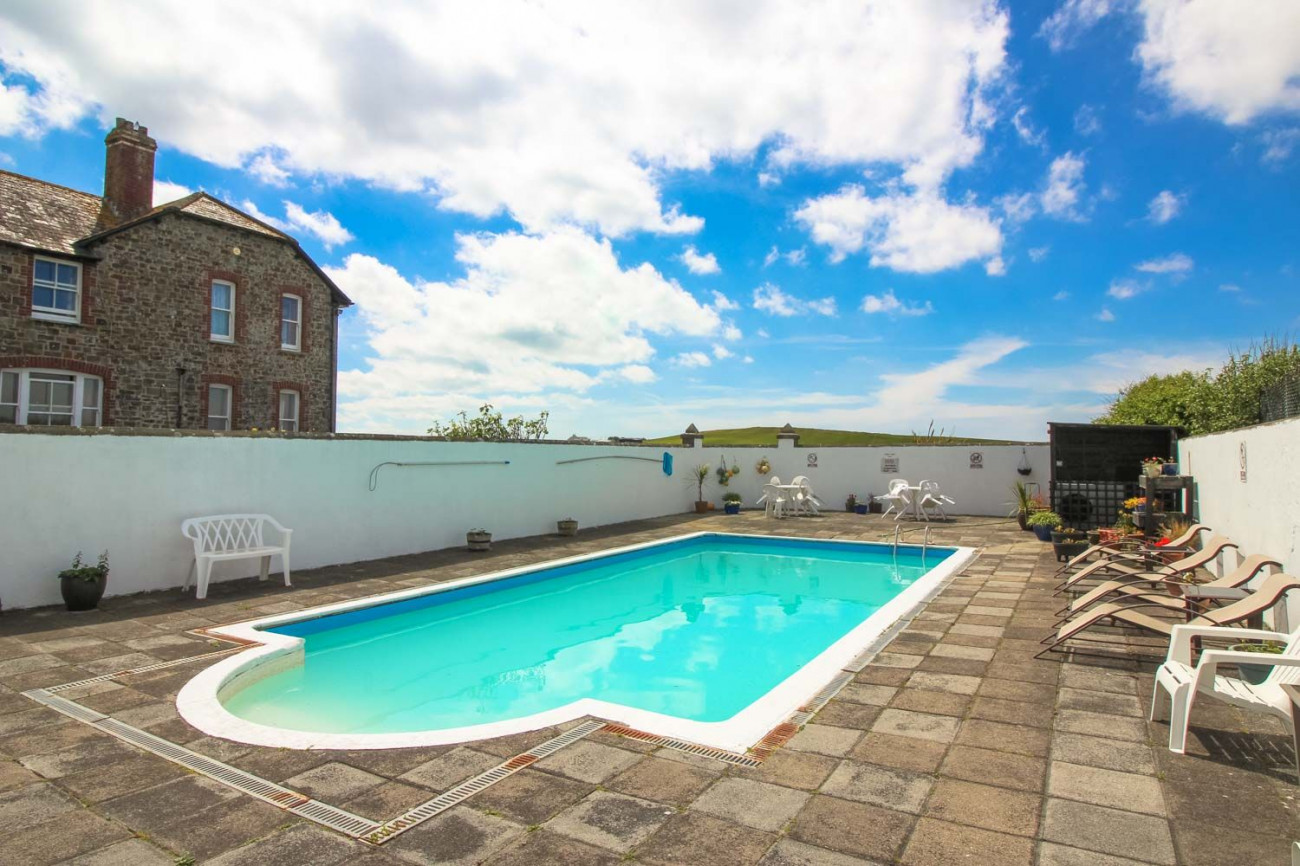 Mucklow Cottage a holiday cottage rental for 5 in Widemouth Bay,