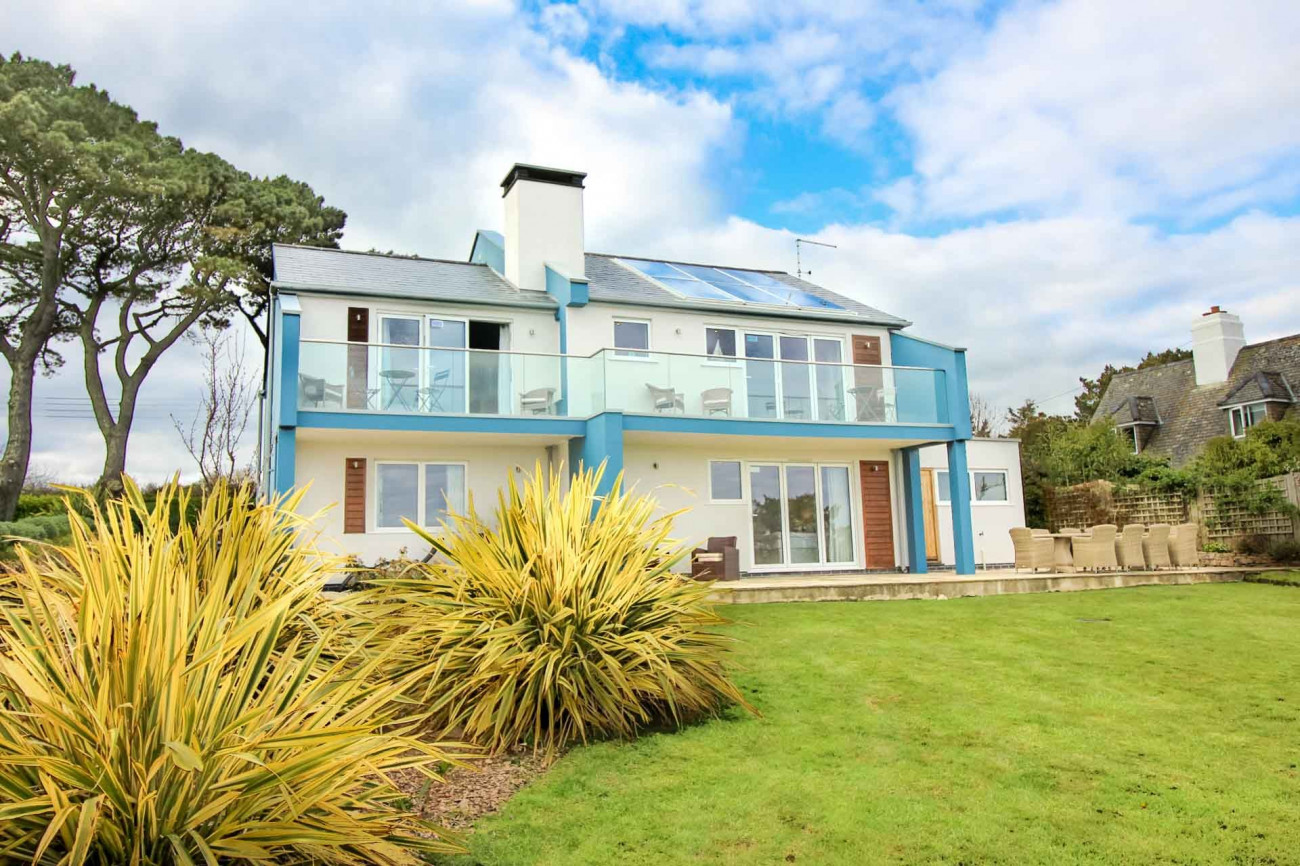 Long Commons a holiday cottage rental for 9 in St Mawes,
