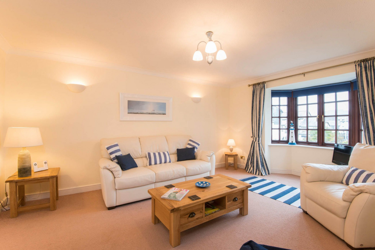 The Lookout a holiday cottage rental for 4 in Falmouth,