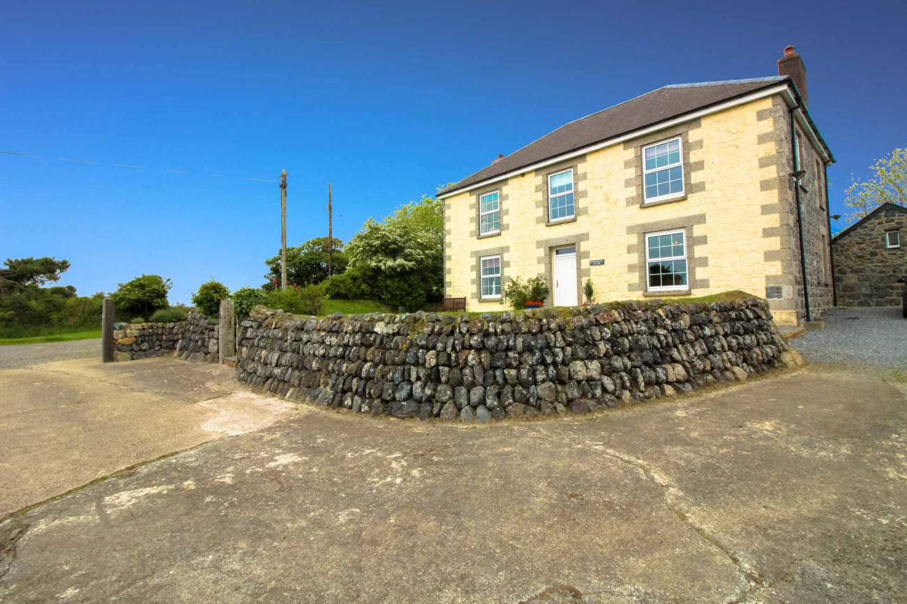 Roskorwell Manor House a holiday cottage rental for 11 in The Lizard,