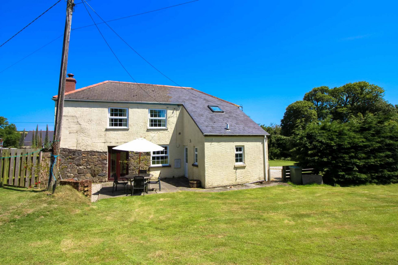 Lestowder Cottage a holiday cottage rental for 6 in The Lizard,
