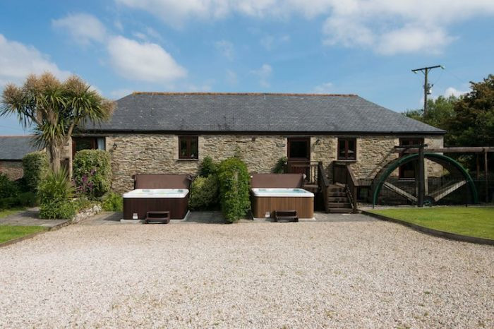 Goonwinnow Farm Cottages a holiday cottage rental for 19 in Newquay,