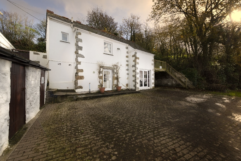Vale House Barn a holiday cottage rental for 6 in Redruth,