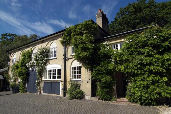 The Coach House a holiday cottage rental for 8 in Beaulieu,