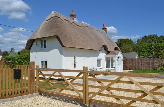 Kingscliffe Cottage a holiday cottage rental for 4 in Bashley,