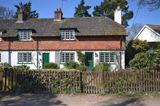 Oak Tree Cottage a holiday cottage rental for 5 in Burley,
