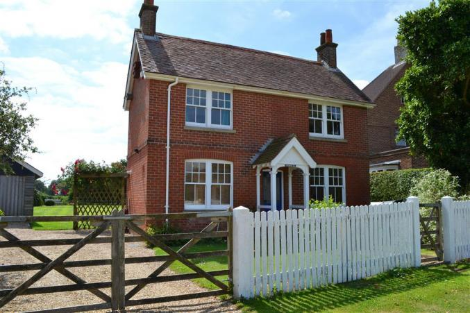Homelea a holiday cottage rental for 5 in Keyhaven,