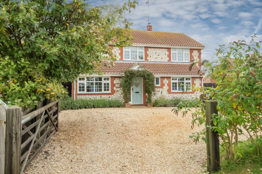 The Potting Shed a holiday cottage rental for 10 in Ringstead,