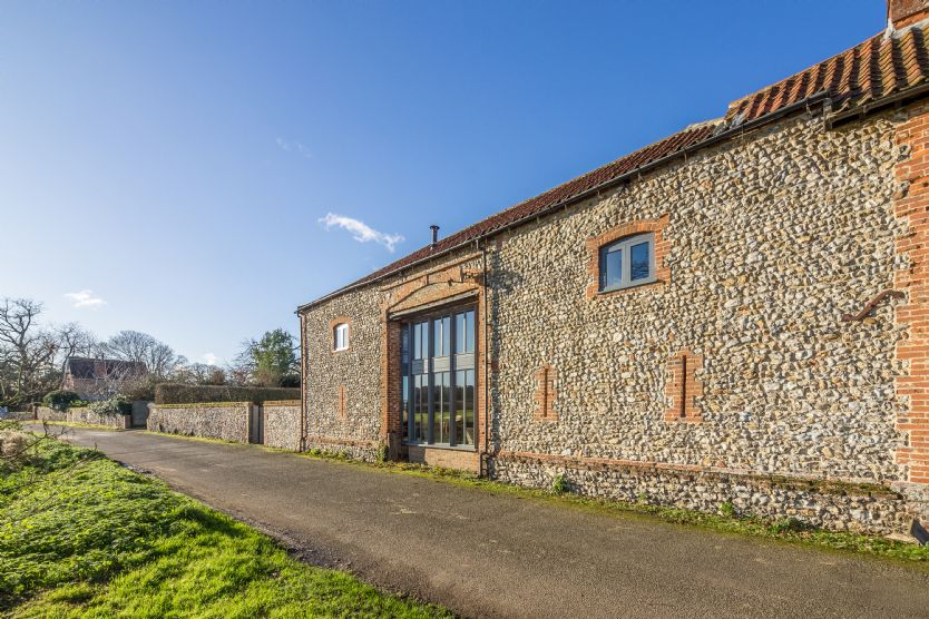 Nelsons Barn a holiday cottage rental for 10 in Burnham Thorpe,