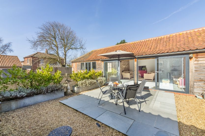 Bromholm Barn a holiday cottage rental for 4 in Ridlington,