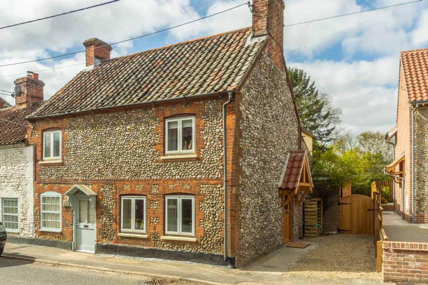 Christies Cottage a holiday cottage rental for 5 in North Creake,
