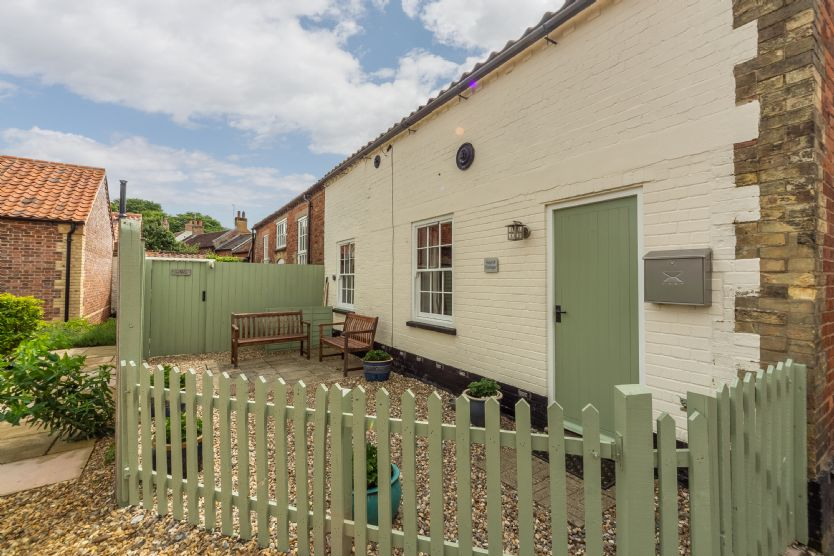 Hayloft Cottage a holiday cottage rental for 4 in Wells-next-the-Sea,
