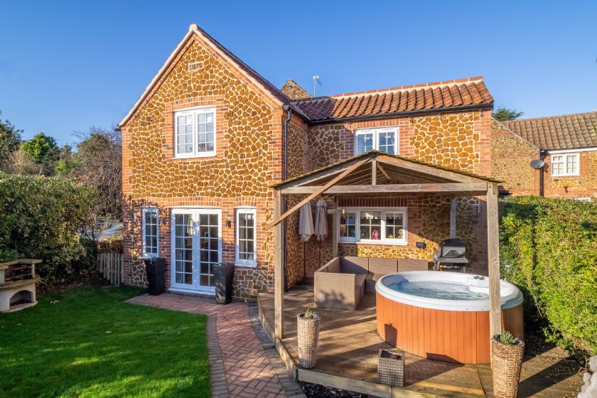 The Malthouse a holiday cottage rental for 8 in Dersingham,