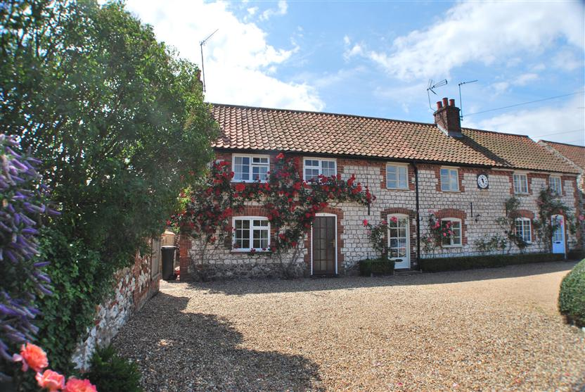 6 Clock Row a holiday cottage rental for 6 in Thornham,