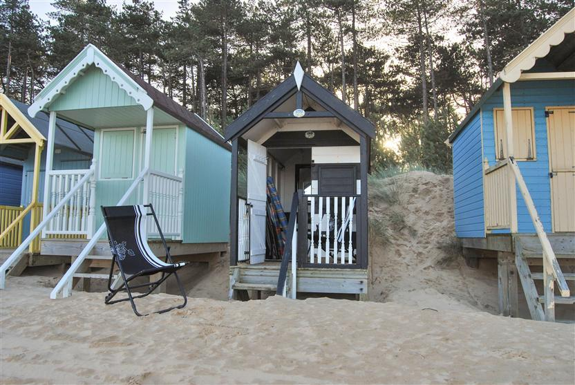 Beach Hut 193, Wells Beach a holiday cottage rental for 1 in Wells-Next-The-Sea,