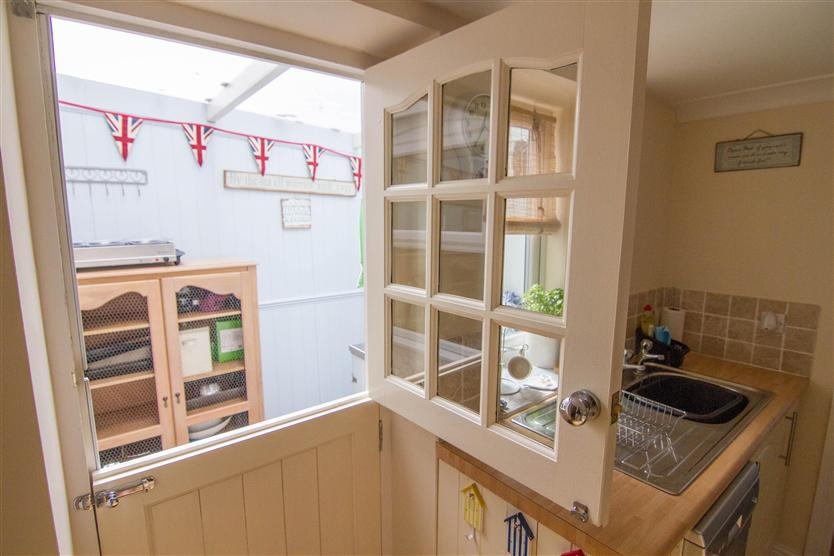 Fuzzy Duck Cottage a holiday cottage rental for 5 in Heacham,