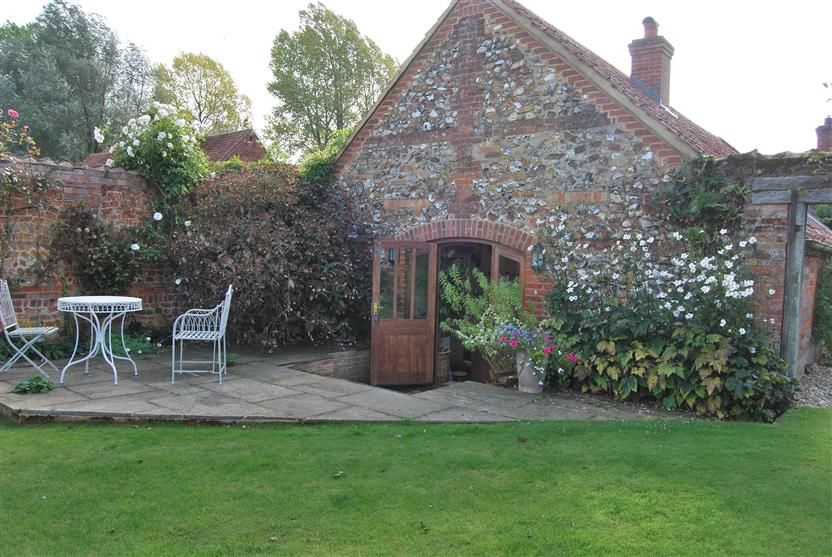 Details about a cottage Holiday at Garden Cottage (Wellingham)