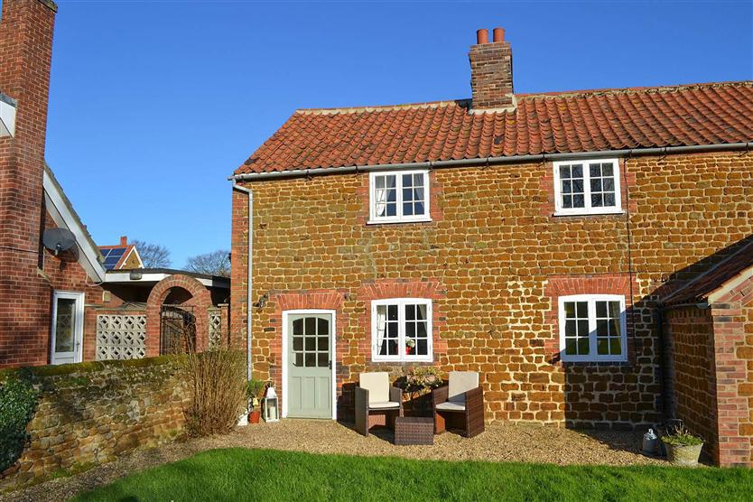 Lambert Cottage a holiday cottage rental for 2 in Snettisham,