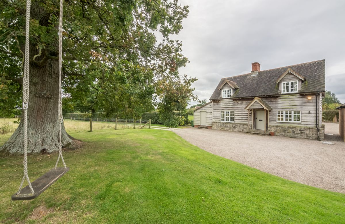 Bearwood Cottage a holiday cottage rental for 5 in Pembridge,