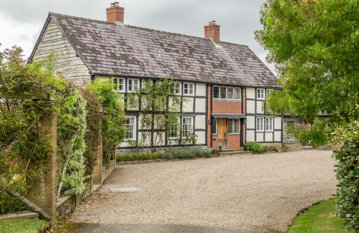 Bearwood House a holiday cottage rental for 10 in Pembridge,