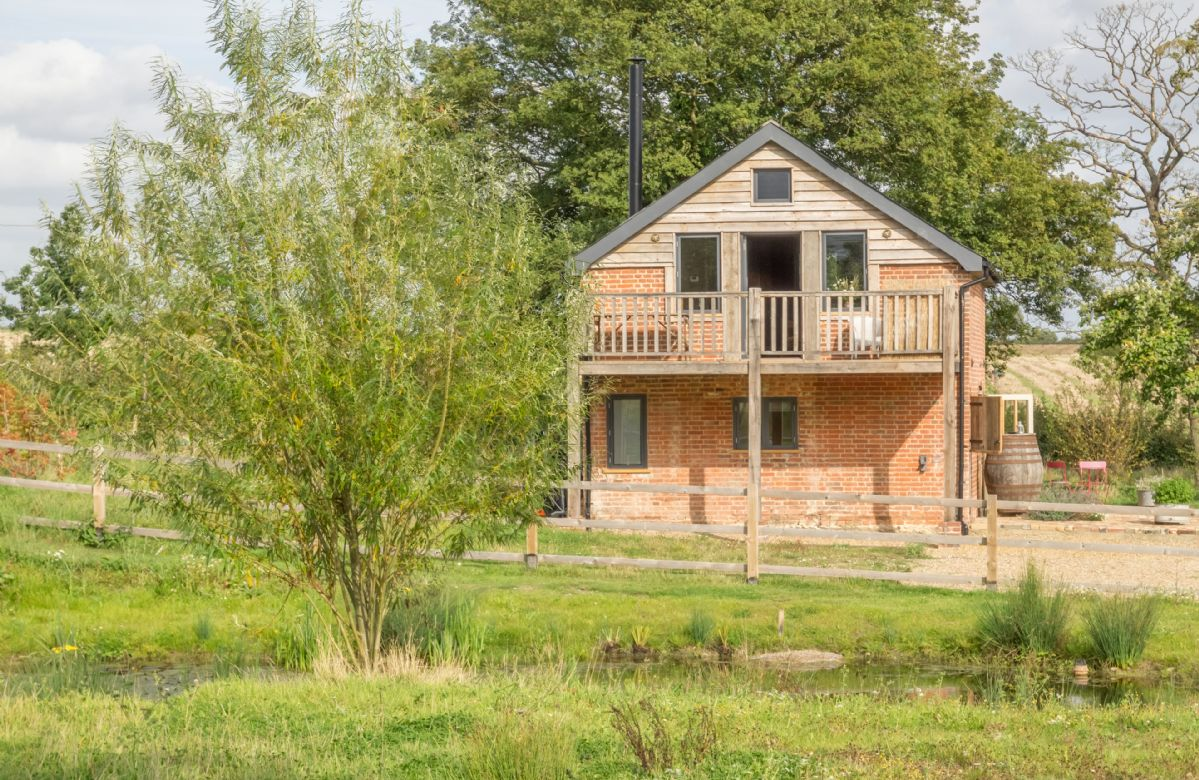 Snow Hall Barn a holiday cottage rental for 4 in Peasenhall,
